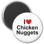 Amo las pepitas de pollo (del corazón) iman de frigorífico