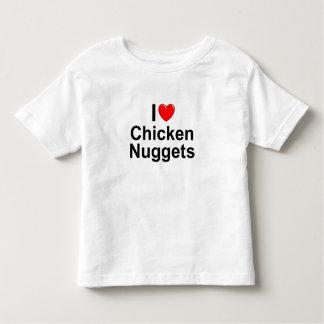 Amo las pepitas de pollo (del corazón) playera de bebé