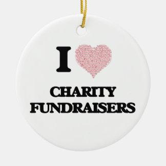 Amo las recaudadores de fondos de la caridad (el adorno navideño redondo de cerámica