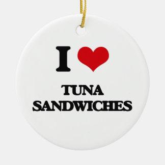 Amo los bocadillos del atún adorno navideño redondo de cerámica