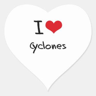 Amo los ciclones pegatina en forma de corazón