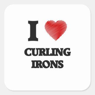 Amo los hierros que se encrespan pegatina cuadrada
