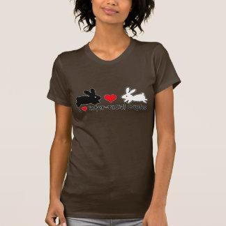 Amo los pares interraciales (oscuros) camiseta