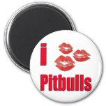 Amo los perros de Pitbull, besos del lápiz labial  Imán De Frigorífico