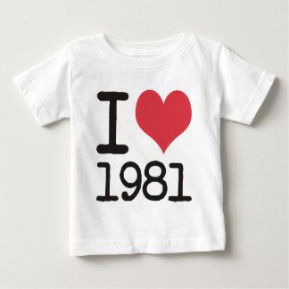 ¡Amo los productos 1981 y los diseños del corazón! Playera De Bebé