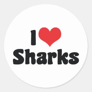 Amo los tiburones del corazón - amante del tiburón pegatina redonda
