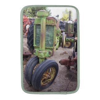 Amo los tractores verdes viejos funda  MacBook