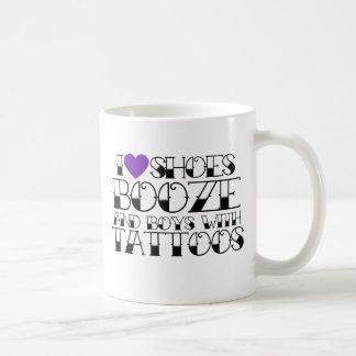 Amo los zapatos emborracho y los muchachos con los tazas de café