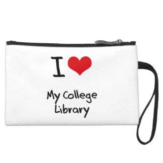 Amo mi biblioteca de universidad