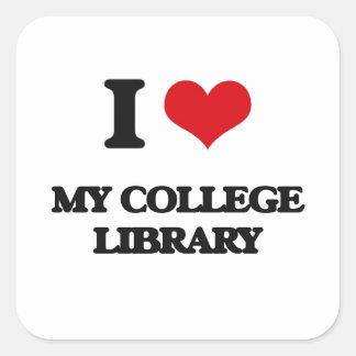 Amo mi biblioteca de universidad pegatina cuadrada