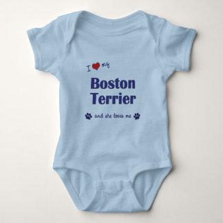 Amo mi Boston Terrier (el perro femenino) Body Para Bebé
