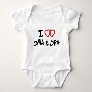 Amo mi camiseta de Oma y de Opa Playera