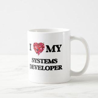 Amo mi desarrollador de los sistemas taza básica blanca