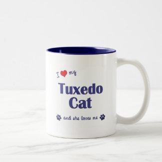 Amo mi gato del smoking (el gato femenino) taza dos tonos