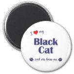 Amo mi gato negro (el gato femenino) imán de frigorífico