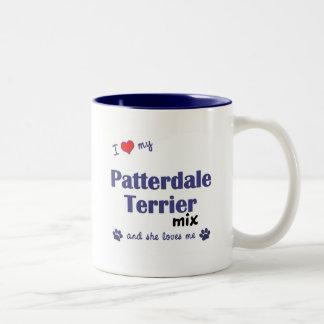 Amo mi mezcla de Patterdale Terrier (el perro feme Tazas