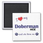 Amo mi mezcla del Doberman (el perro femenino) Imán De Nevera