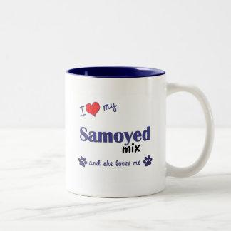 Amo mi mezcla del samoyedo (el perro femenino) taza dos tonos