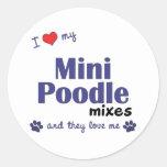 Amo mi mini caniche me mezclo (los perros pegatina redonda