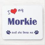 Amo mi Morkie (el perro femenino) Tapetes De Raton