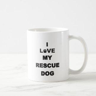 Amo mi perro del rescate taza básica blanca