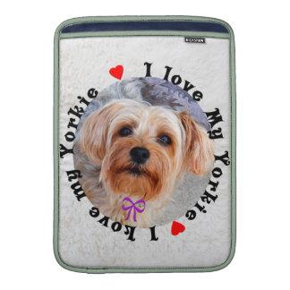 Amo mi perro femenino de Yorkie Yorkshire Terrier Fundas MacBook