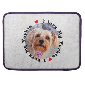 Amo mi perro femenino de Yorkie Yorkshire Terrier Fundas Para Macbooks