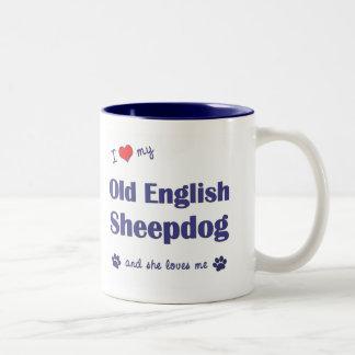 Amo mi perro pastor inglés viejo (el perro femenin tazas