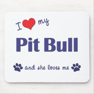 Amo mi pitbull (el perro femenino) mouse pads