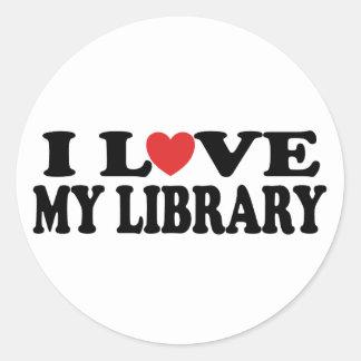 Amo mi regalo del bibliotecario de la biblioteca etiqueta redonda