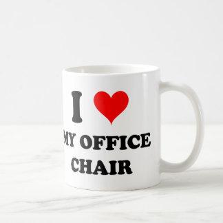 Amo mi silla de la oficina taza