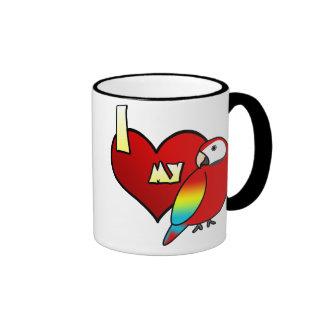 Amo mi taza del Macaw del escarlata