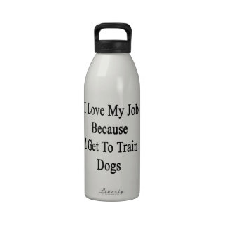 Amo mi trabajo porque consigo entrenar a perros botella de agua