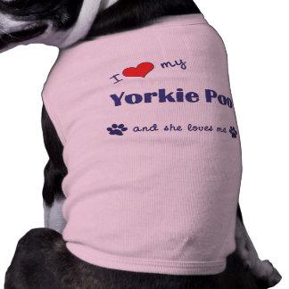 Amo mi Yorkie Poo (el perro femenino) Playera Sin Mangas Para Perro