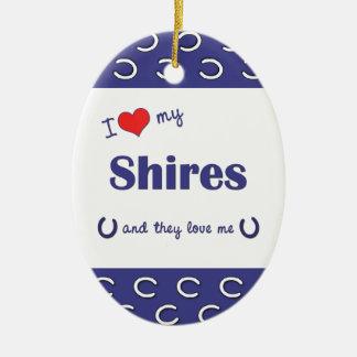 Amo mis condados (los caballos múltiples) adorno navideño ovalado de cerámica