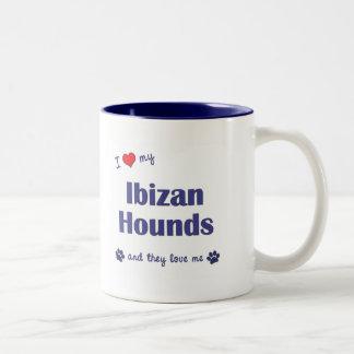 Amo mis perros de Ibizan (los perros múltiples) Taza Dos Tonos