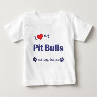 Amo mis pitbulls (los perros múltiples) playera de bebé