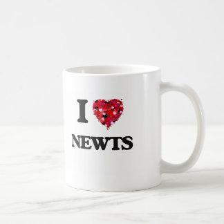Amo Newts Taza Básica Blanca