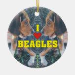 Amo perritos del beagle de los beagles adorno navideño redondo de cerámica