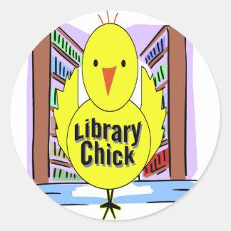 Amo polluelos de la biblioteca pegatina redonda