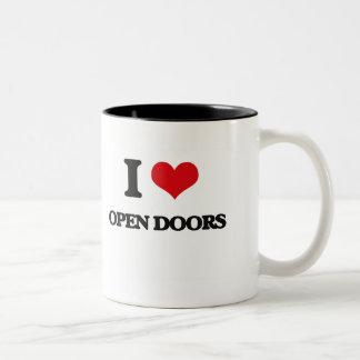 Amo puertas abiertas taza de dos tonos