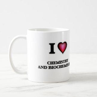 Amo química y la bioquímica taza clásica