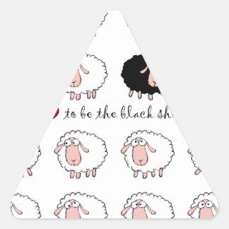Amo ser la oveja negra pegatina triangular