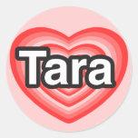Amo Tara. Te amo Tara. Corazón Pegatina Redonda
