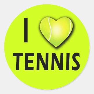 Amo tenis con el corazón de la pelota de tenis pegatinas redondas