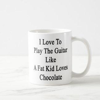 Amo tocar la guitarra como los amores Cho de un Taza Básica Blanca