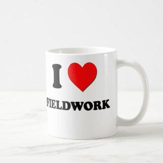 Amo trabajo en el terreno taza de café