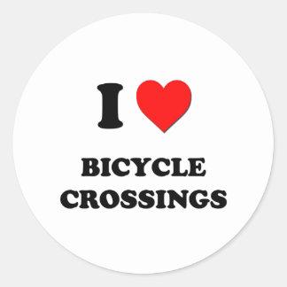 Amo travesías de la bicicleta pegatina redonda