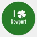 Amo (trébol) día del St Patricks de Newport Pegatinas Redondas