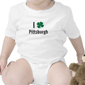 Amo (trébol) día del St Patricks de Pittsburgh Traje De Bebé